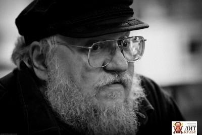 Американский писатель-новеллист в жанрах фэнтези, хоррора и научной фантастики, сценарист и телевизионный продюсер родился 20 сентября, 1948 г. , в г. Бейонн, штат Нью-Джерси, США.