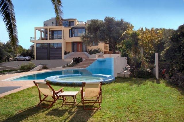 Дом в остров Эвия на берегу моря цены недорого